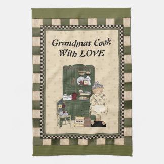 Cocinero de las abuelas con la toalla de mano del