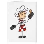 Cocinero de sexo femenino con las camisetas y los  tarjetas