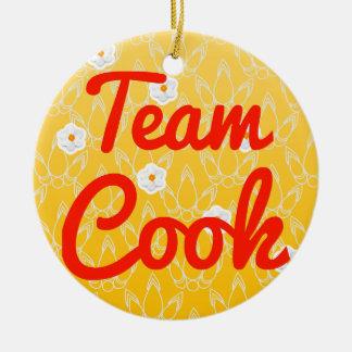 Cocinero del equipo adorno navideño redondo de cerámica