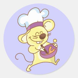 Cocinero del ratón que hace las camisetas y los pegatina redonda
