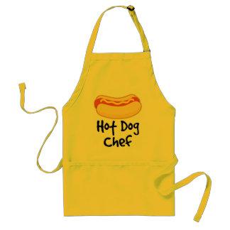 Cocinero divertido del perrito caliente que cocina delantales