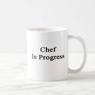 Cocinero en curso tazas de café