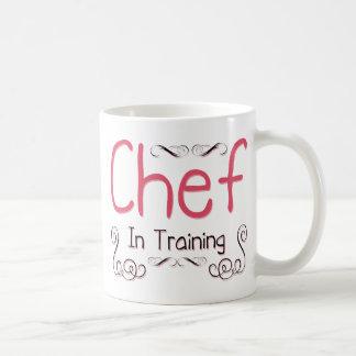 Cocinero en el entrenamiento taza de café