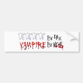 Cocinero por día, vampiro por noche pegatina de parachoque
