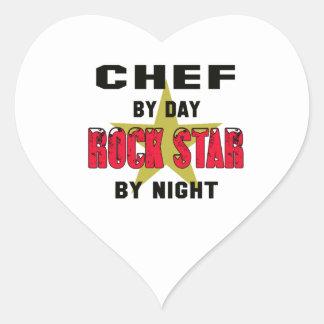 Cocinero por el día rockstar por noche pegatina en forma de corazón