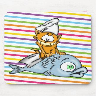 Cocinero y pescados del gato del dibujo animado alfombrillas de ratones