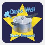 Cocineros bajo presión calcomanía cuadrada personalizada