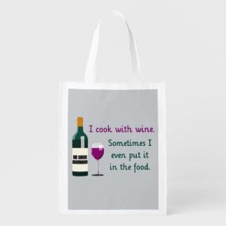 Cocino con el vino… a veces en la comida bolsa de la compra