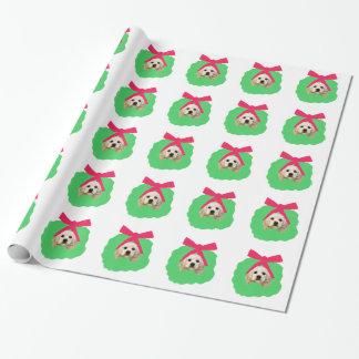 Cocker spaniel de color de ante en papel de papel de regalo