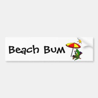 Cocodrilo divertido en el diseño de la playa pegatina para auto