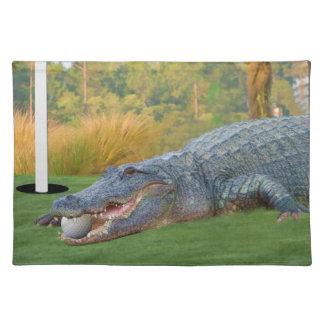 Cocodrilo Golfing Placemat Mantel