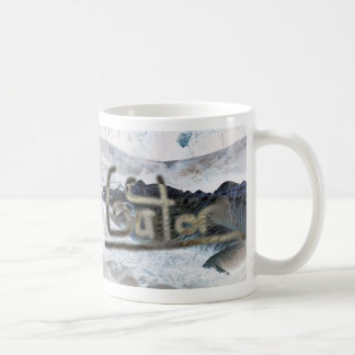 cocodrilo invertido con el cocodrilo de la palabra taza de café