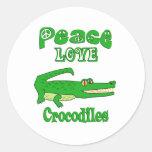 Cocodrilos del amor de la paz pegatina redonda