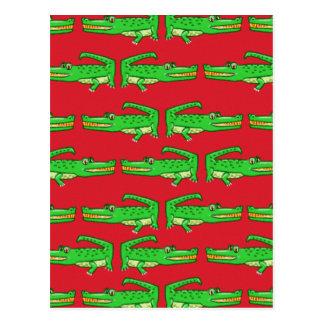 Cocodrilos verdes en rojo postal