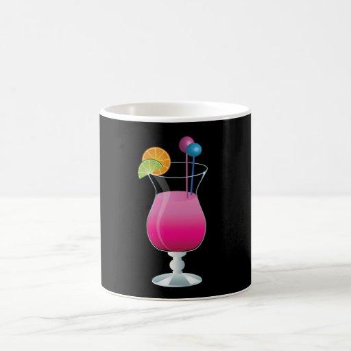 Cóctel rosado de la celebración taza