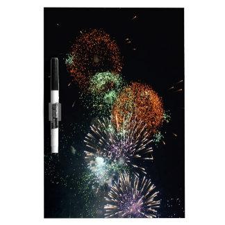 Cóctel verde de los fuegos artificiales abstractos pizarras blancas de calidad