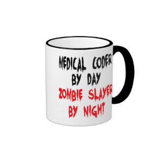 Codificador médico del asesino del zombi taza de dos colores