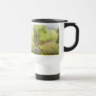 Codornices en una taza del viaje del prado