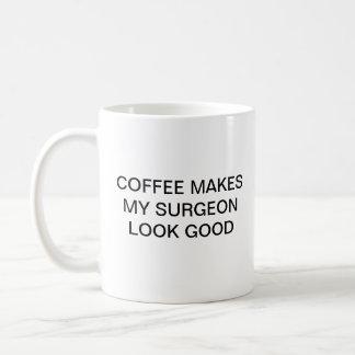 COFFEE MAKES MY SURGEON LOOK GOOD COFFEE MUG