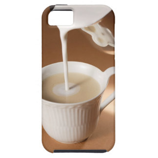 Coffee with milk being poured in iPhone SE/5/5s case