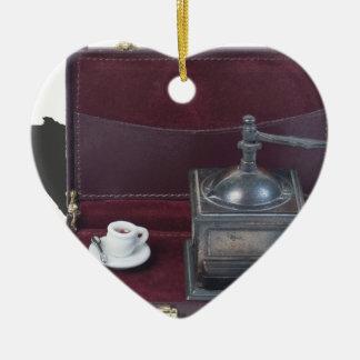 CoffeeGrinderInBriefcase082414 copy.png Adorno Navideño De Cerámica En Forma De Corazón