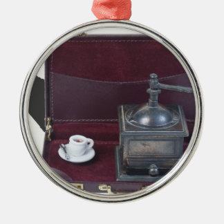 CoffeeGrinderInBriefcase082414 copy.png Adorno Navideño Redondo De Metal