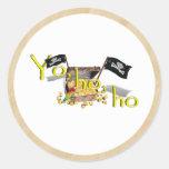 Cofre del tesoro del pirata de YO HO HO en el Pegatina Redonda