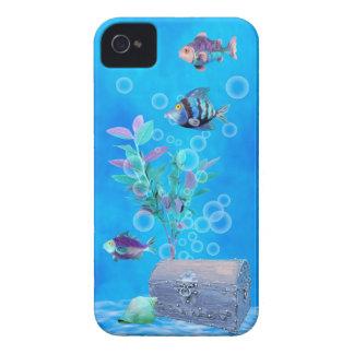 Cofre del tesoro y pescados del bonito en el funda para iPhone 4 de Case-Mate