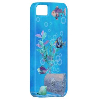 Cofre del tesoro y pescados del bonito en el funda para iPhone SE/5/5s
