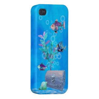 Cofre del tesoro y pescados del bonito en el océan iPhone 4 cobertura