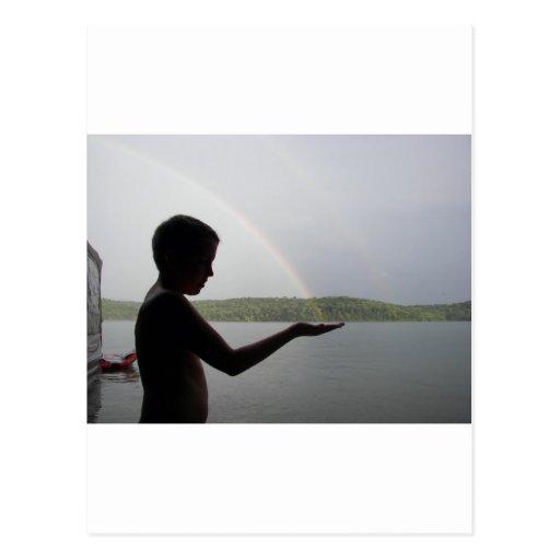 Cogida de un arco iris tarjeta postal