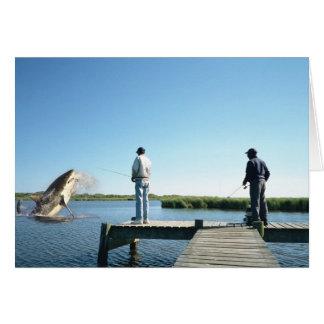Cogida de una tarjeta de felicitación del tiburón