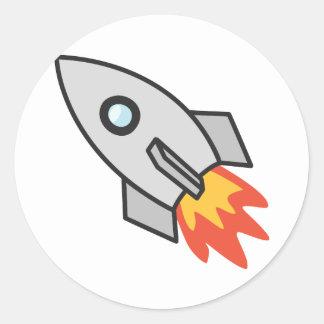 Cohete llameante etiqueta redonda