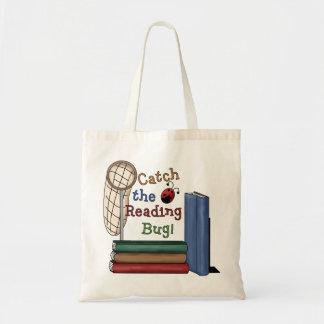 Coja la bolsa de asas del insecto de la lectura