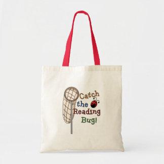 Coja las camisetas y los regalos del insecto de la bolsas