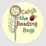 Coja las camisetas y los regalos del insecto de la etiqueta redonda
