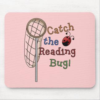 Coja las camisetas y los regalos del insecto de la alfombrilla de ratón