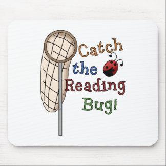 Coja las camisetas y los regalos del insecto de la alfombrilla de raton