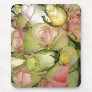 Cojín de ratón con los rosas tapetes de raton