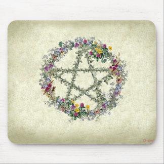 Cojín de ratón de la guirnalda de la flor de Wicca Tapete De Raton
