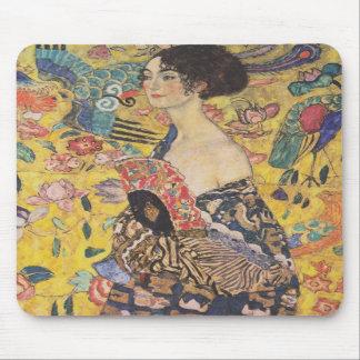 Cojín de ratón de señora With Fan de Gustavo Klimt Tapetes De Ratón