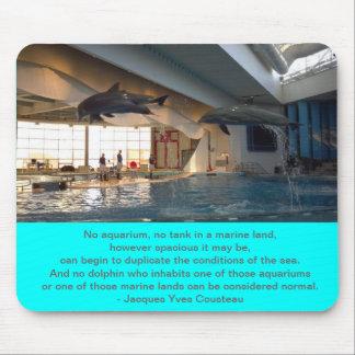 Cojín de ratón del delfín - cita de Cousteau Tapetes De Ratones