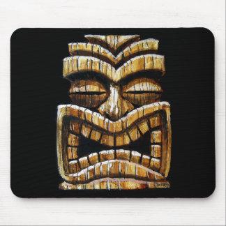 Cojín de ratón del hombre de Tiki por TikiTrey Tapete De Ratón