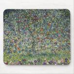 Cojín de ratón del manzano de Gustavo Klimt Tapetes De Raton
