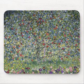 Cojín de ratón del manzano de Gustavo Klimt Tapete De Ratón