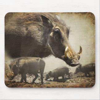 Cojín de ratón Warthog con los bebés fuera de Áfri Alfombrillas De Ratones