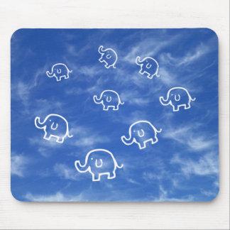 Cojín de ratón Wispy de los elefantes de la nube Alfombrillas De Ratón