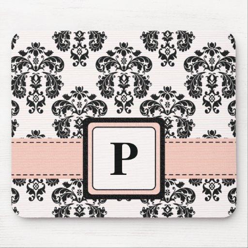 Cojín rosado y negro del monograma del damasco de  alfombrillas de ratón