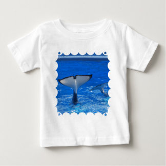 Cola de una camiseta del bebé de la ballena playeras