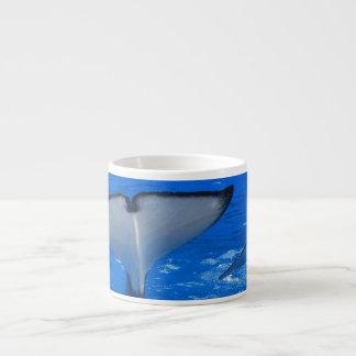 Cola de una taza de la especialidad de la ballena tazita espresso